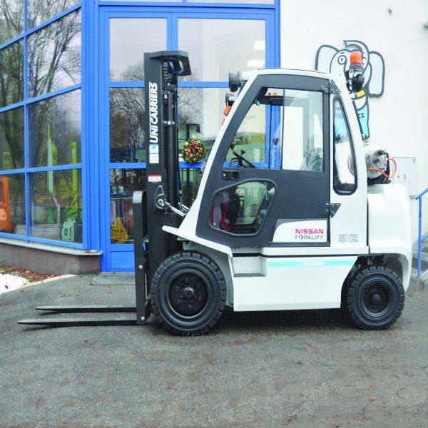 Čelní vysokozdvižné vozíky NISSAN DX 30-32 UNI CARRIERS-pohon LPG