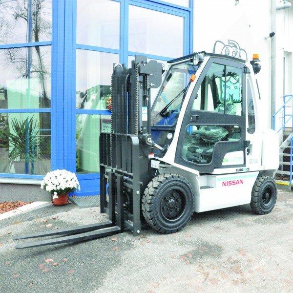 Čelní vysokozdvižné vozíky NISSAN DX 30-32 UNI CARRIERS-pohon diesel