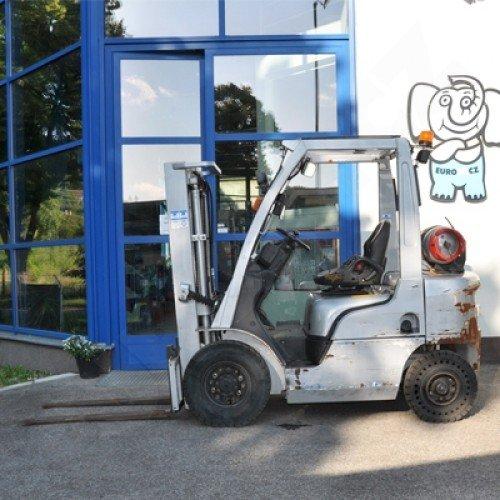 Použitý vysokozdvižný vozík plynový Nissan DX 20 - dobrý stav po servisu