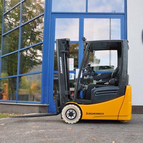 Použitý vysokozdvižný vozík elektrický JUNGHEINRICH EFG215 ve velmi dobrém stavu