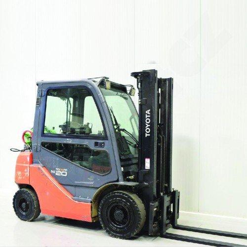 Použitý vysokozdvižný vozík plynový TOYOTA 02-FGF 20 - dobrý stav